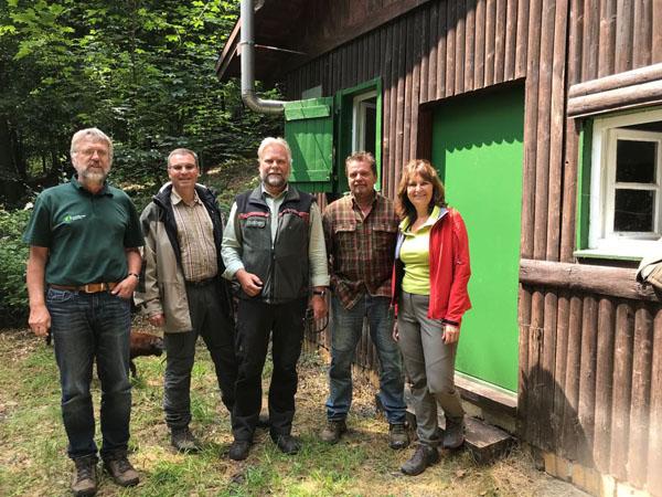 Waldbegehung der Kreisgruppenvorsitzenden Ralf Schmidt (2. v. r.) und Horst Gies MdL (2. v. l.) mit den Fortstamtsleitern Winand Schmitz (M.,  Forstamt Adenau) und Bolko Haase (l. Forstamt Bad Neuenahr-Ahrweiler) sowie der Bundestagsabgeordneten Mechthild Heil